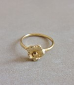 Ring with a pretty flower – Osaka