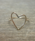 Charming gold heart ring