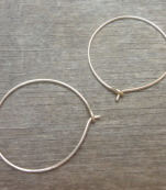 Minimalistic gold hoop earrings